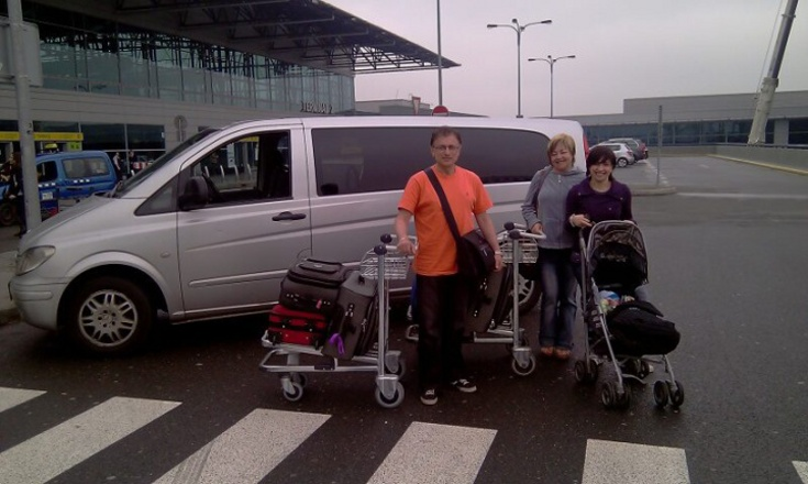 Return transfer from the Prague airport to Olomouc and back for Tancred's family